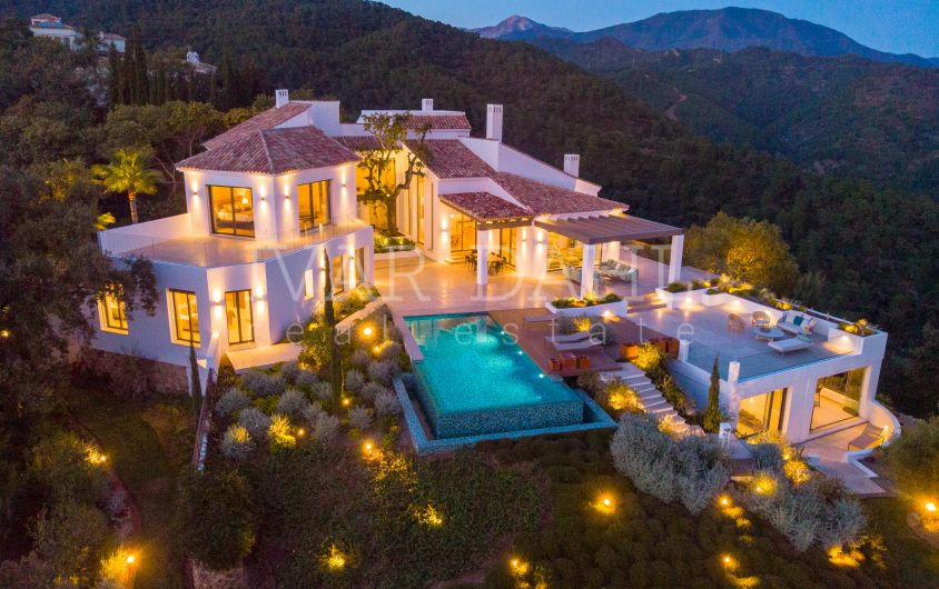 Luxurious Villa in El Madroñal, with total privacy and panoramic views.