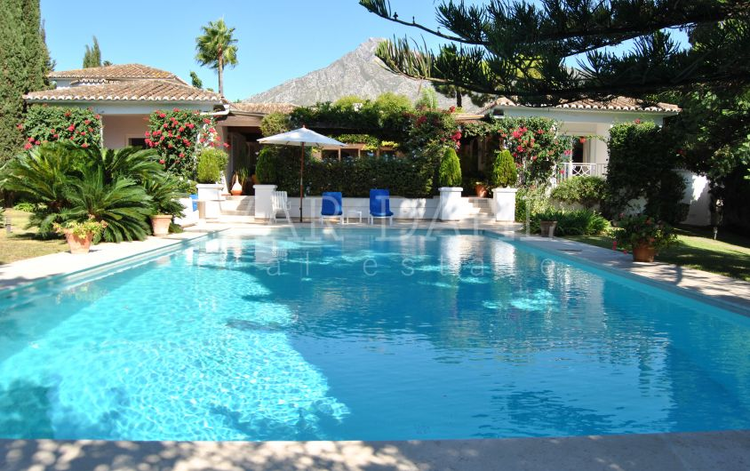 Villa near services in La Carolina, Golden Mile, Marbella