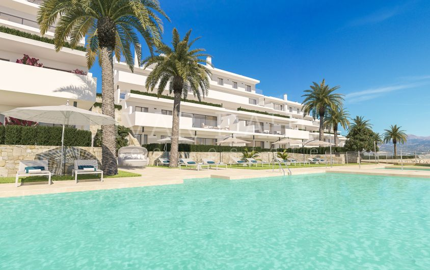 New apartments and penthouses on golf course in Casares, Costa del Sol