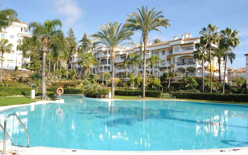 Apartment for sale in Hacienda Nagueles 1, Marbella Golden Mile