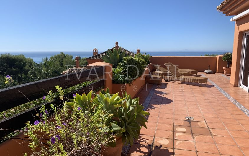 Duplex penthouse with panoramic views in Lagos de Sierra Blanca, Marbella