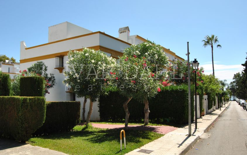 Townhouse for sale in Marbellamar, complex by the beach on Marbella's Golden Mile