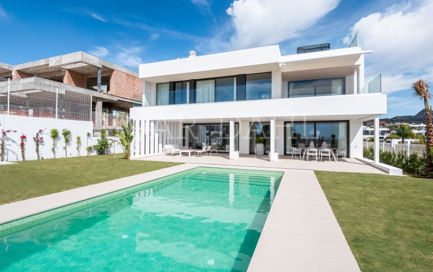 New contemporary villa with excellent sea views in Estepona.
