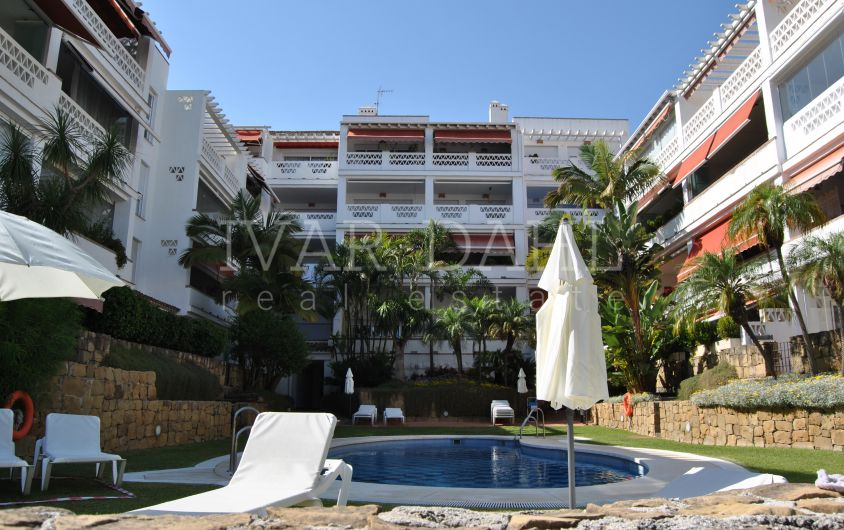 Penthouse for sale in Las Cañas Beach, Marbella Golden Mile Beach