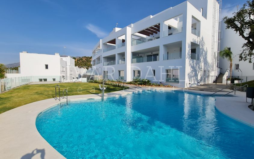 New 3 bedroom apartment ready to move into on the hillside of Marbella