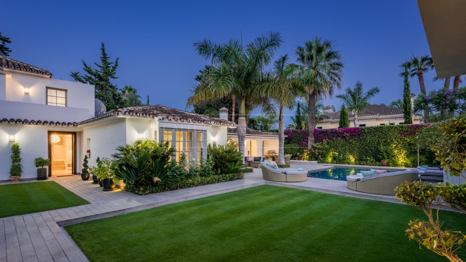 Marbella Golden Mile, Beachside stylish luxury home for sale in Marbella Club