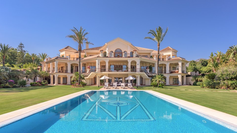 Marbella Golden Mile, Impressive frontline beach property within the Marbella Club