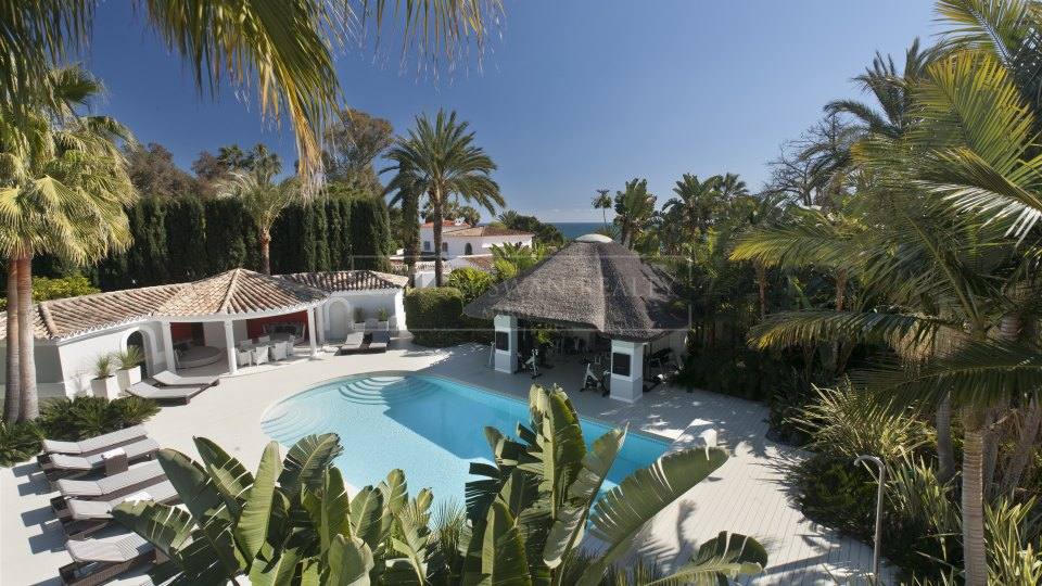 Marbella Golden Mile, Stylish villa situated between the famous hotels of Marbella Club and Puente Romano