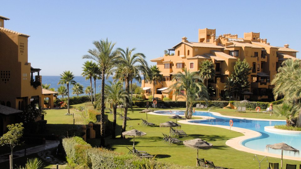 Estepona, Frontline beach apartment for sale in Los Granados del Mar