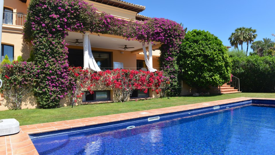 Nueva Andalucia, Stunning family villa, frontline golf for sale with impressive views