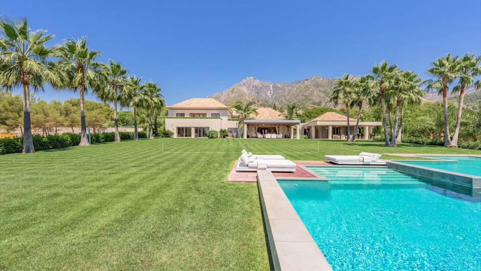 Marbella Golden Mile, Stunning luxury villa in Quinta de Sierra Blanca with sea views