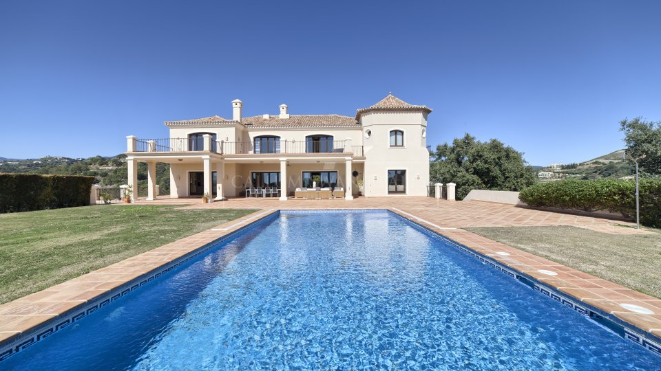 Benahavis, Elegant stylish family home in Marbella Club Golf with Sea views