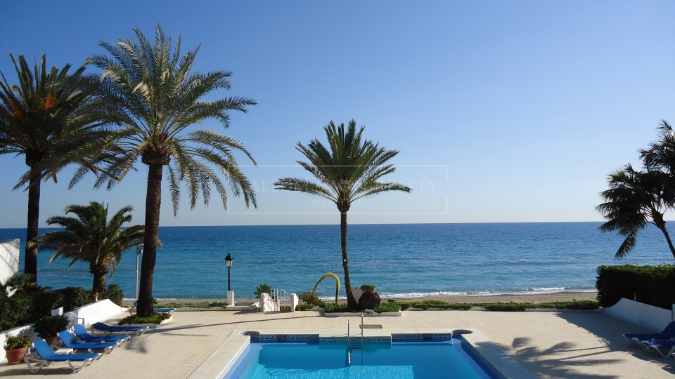 Marbella Golden Mile, Frontline beach bungalow in Oasis Club, Marbella Golden Mile