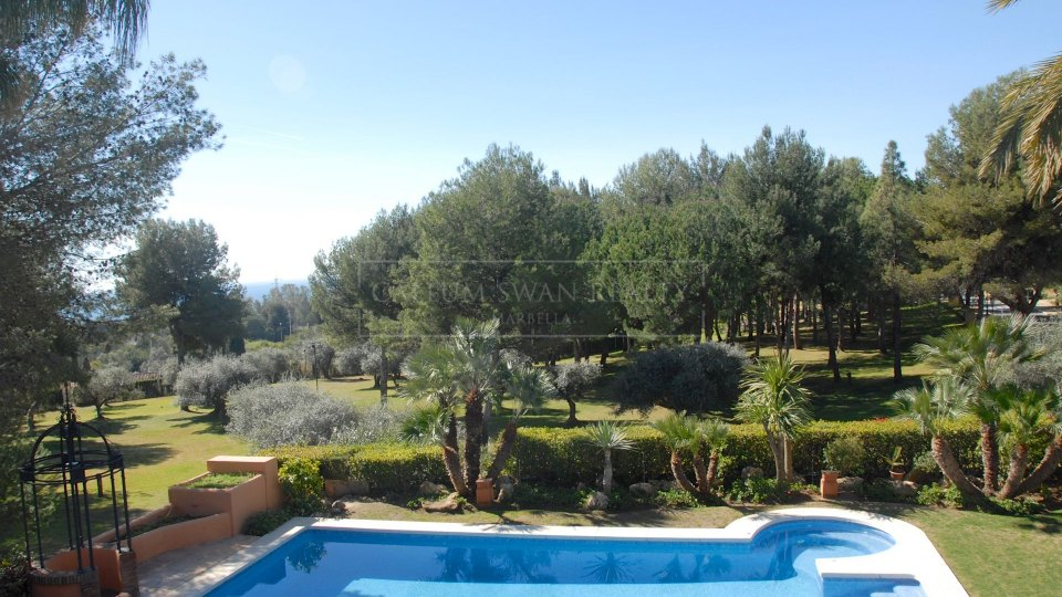 Marbella Golden Mile, Andalusian style villa for sale in Altos Reales, Marbella Golden Mile
