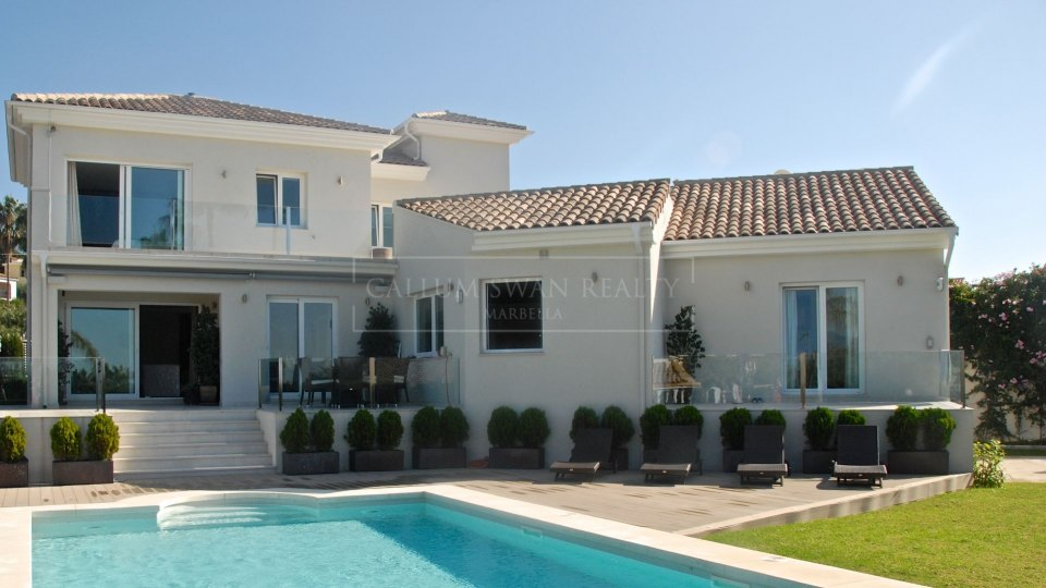 Marbella East, Contemporary villa for sale close to long sandy beaches in Marbella