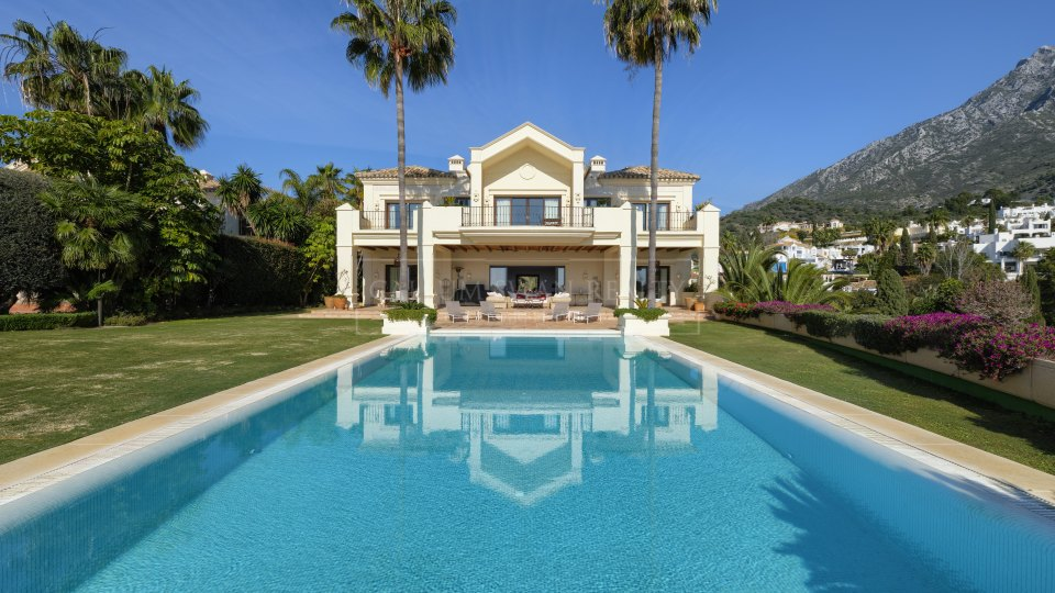 Marbella Golden Mile, Villa in Marbella Hill Club with beautiful Mediterranean views