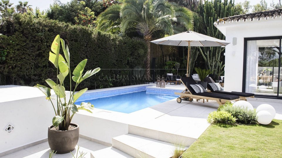Nueva Andalucia, Contemporary style villa in Las Brisas recently renovated