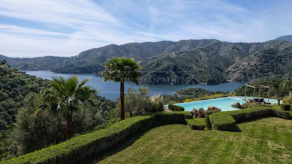 Istan, Lake side modern villa with open views down to the Mediterranean Sea