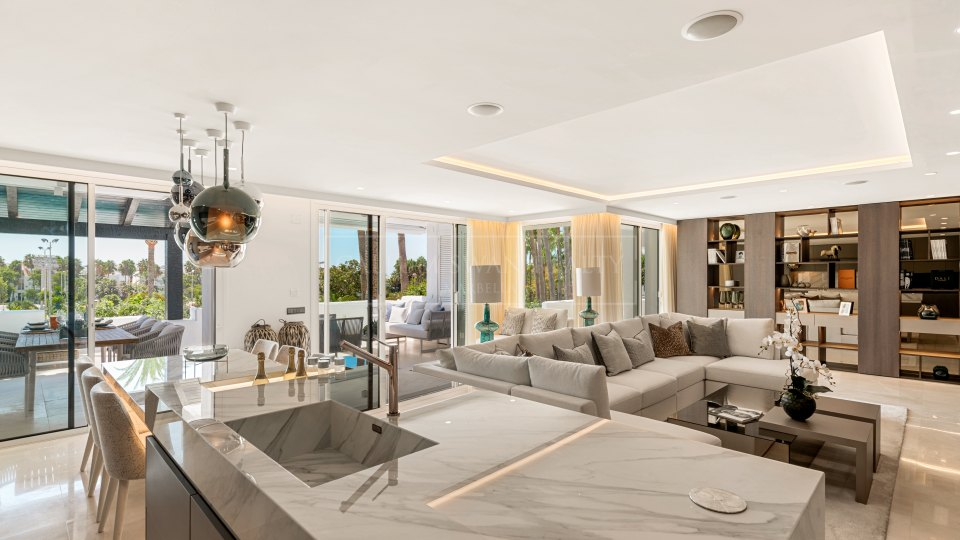 Marbella Golden Mile, Stylish property for sale in Marina Puente Romano, Marbella Golden Mile