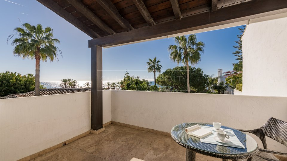 Marbella Golden Mile, Penthouse in Puente Romano with sea views