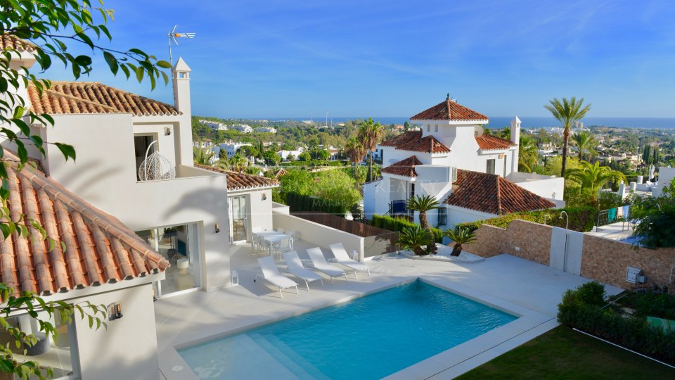 Nueva Andalucia, Modern villa for sale with charming andalusian style in Los Naranjos Hill Club