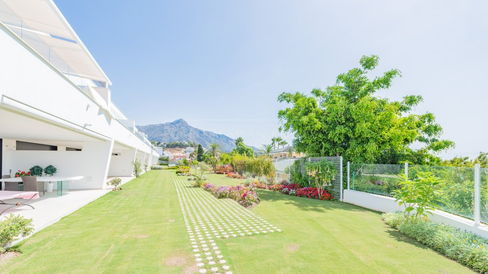 Nueva Andalucia, Ground floor apartment in gated community in Nueva Andalucia