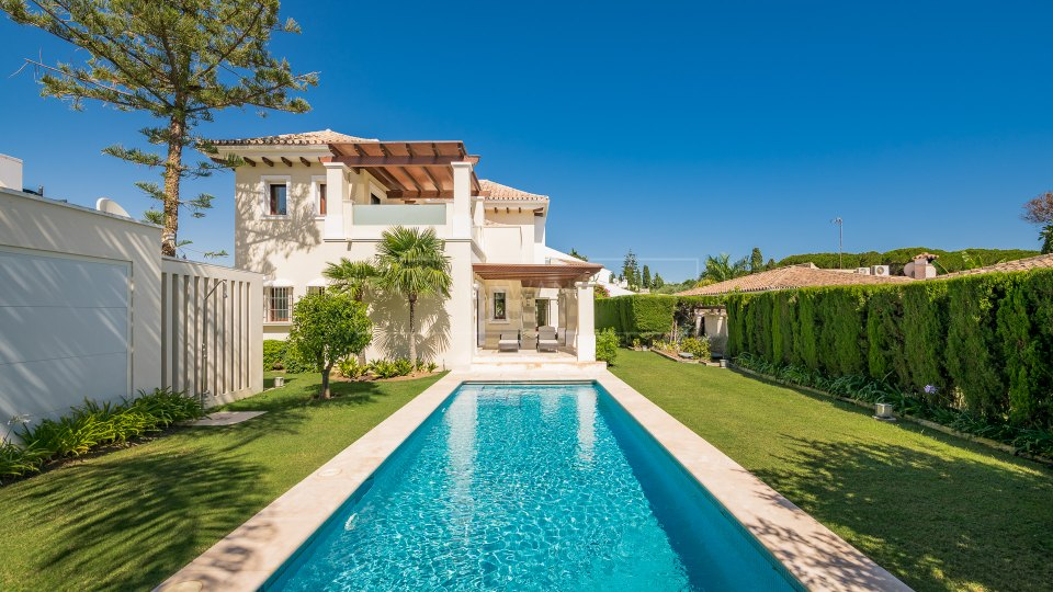 Marbella Golden Mile, Luxury villa for sale in Casablanca, Golden Mile, a short walk from the beach