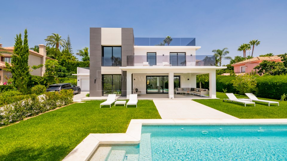 Nueva Andalucia, Lovely modern villa for sale in Parcelas del Golf