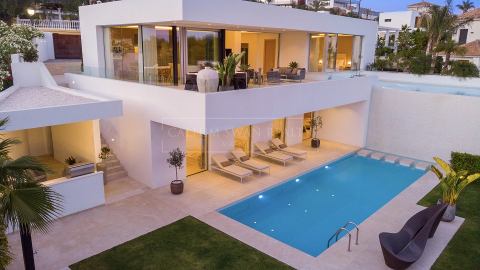 Benahavis, Modern stylish villa in El Herrojo, La Quinta with sea views