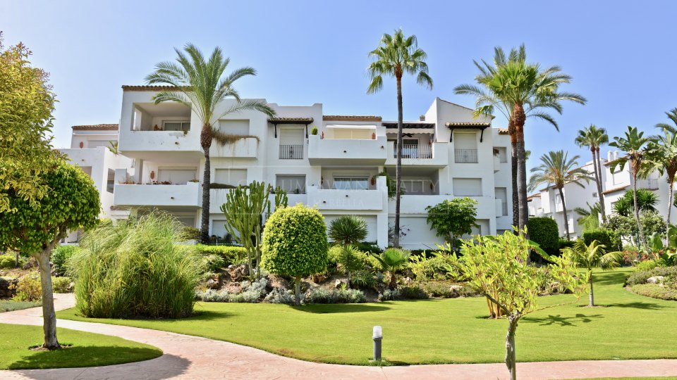 Estepona, Apartment for sale in Costalita close to the beach