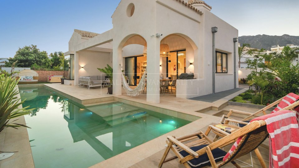 Marbella Golden Mile, Charming brand new villa only a short walk from the beach on Marbella's Golden Mile