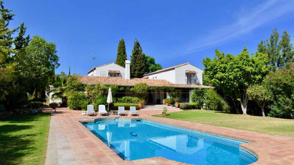 Benahavis, Charming Andalusian Cortijo for sale frontline to Los Flamingos Golf Course