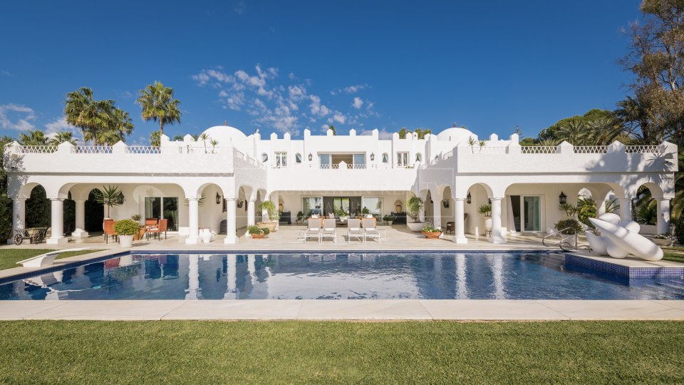 Marbella East, Wonderful and unique beach front estate in Marbella