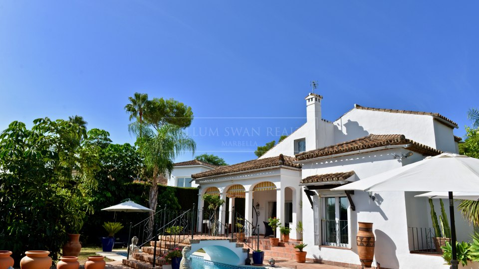 Nueva Andalucia, Charming family villa for sale in Marbella Country Club, Nueva Andalucia