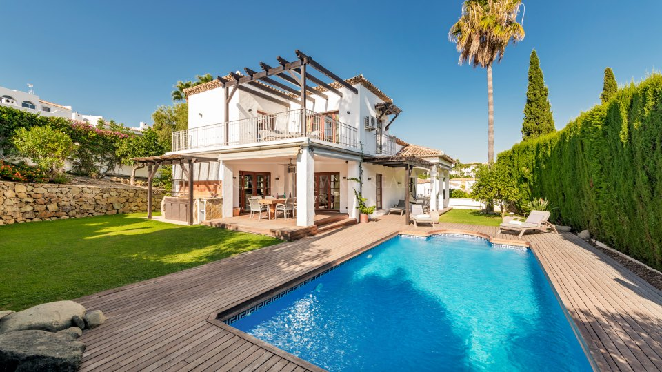 Nueva Andalucia, Villa for sale in the gated community of Marbella Country Club