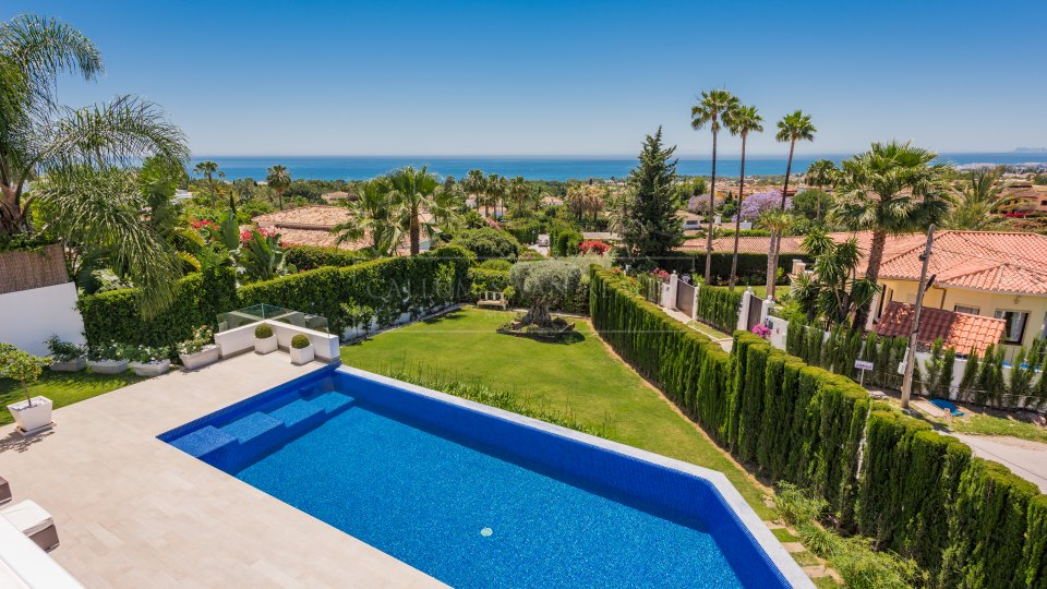 Marbella Golden Mile, Stylish and contemporary family villa with panoramic open views