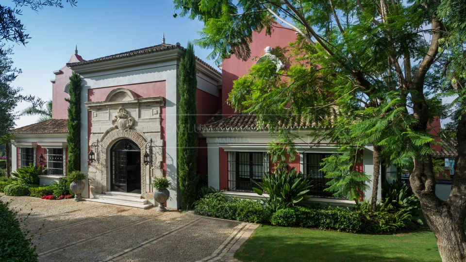 Benahavis, Sophisticated traditional andalusian style villa for sale in La Zagaleta