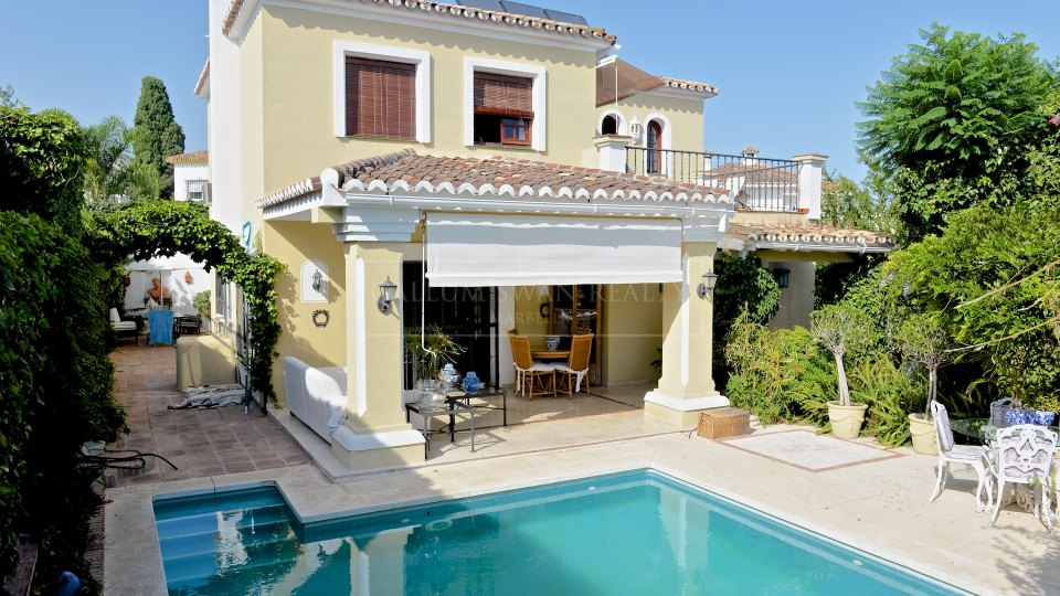 Marbella, Lovely and charming family villa for sale in Marbella Downtown