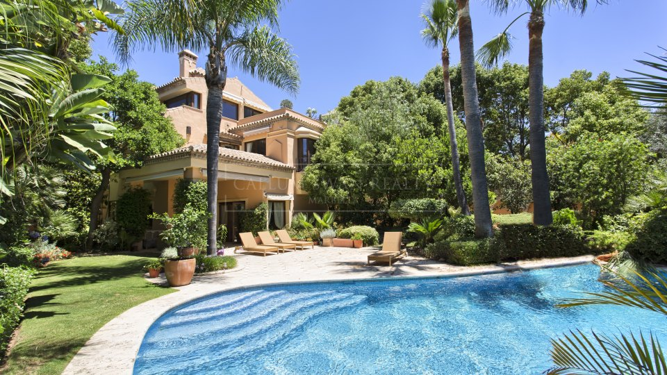 Marbella Golden Mile, Elegant Classical Style villa for sale on Marbella Golden Mile