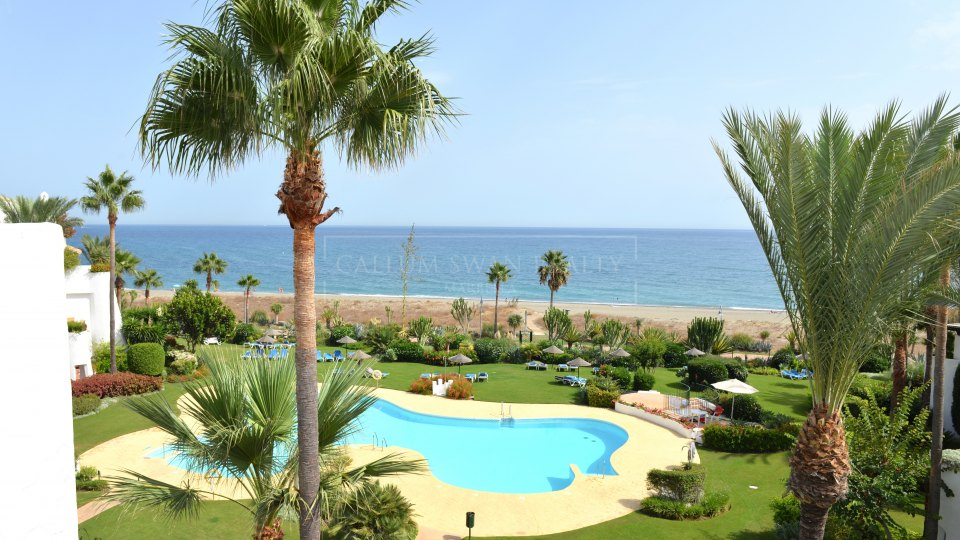 Estepona, Stunning penthouse frontline to the sea with beautiful views on the New Golden Mile