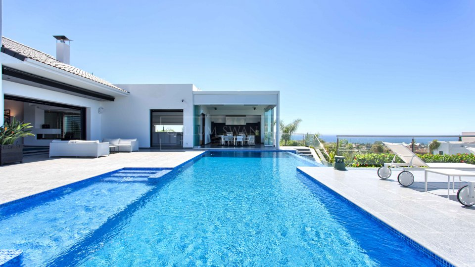Benahavis, Contemporary luxury villa in the gated residential area of Los Flamingos