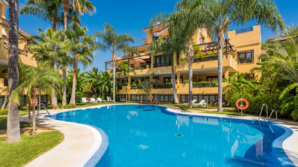 Marbella - Puerto Banus, Stunning Duplex Penthouse a short walk from Puerto Banus and the beach