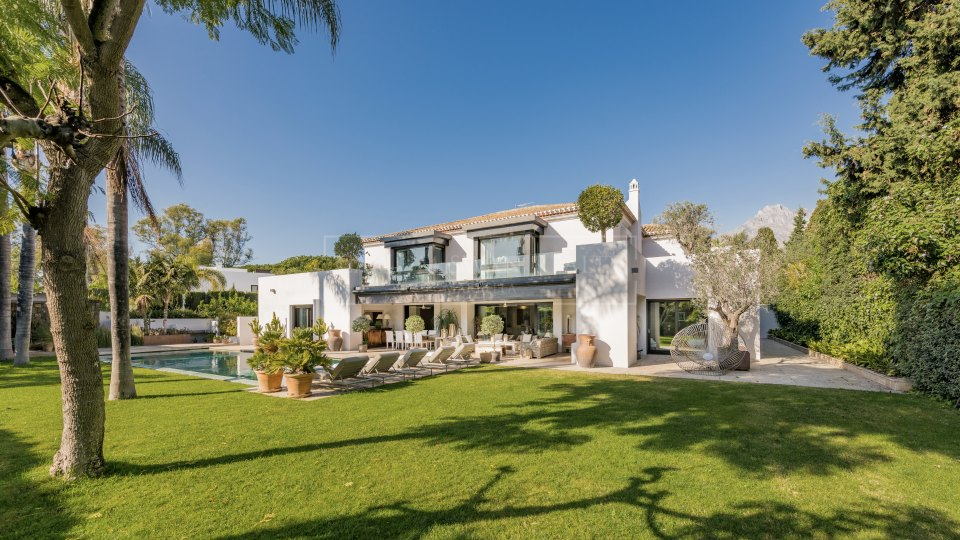 Marbella Golden Mile, Impressive beachside property for sale within the Marbella Club
