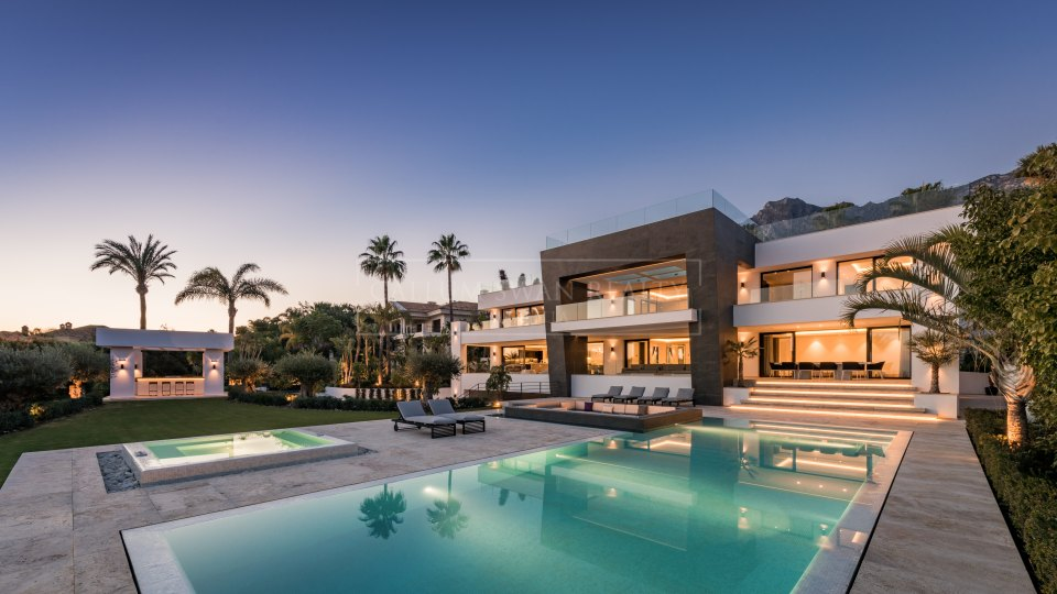 Marbella Golden Mile, Elegant modern luxury villa with breathtaking views in Sierra Blanca