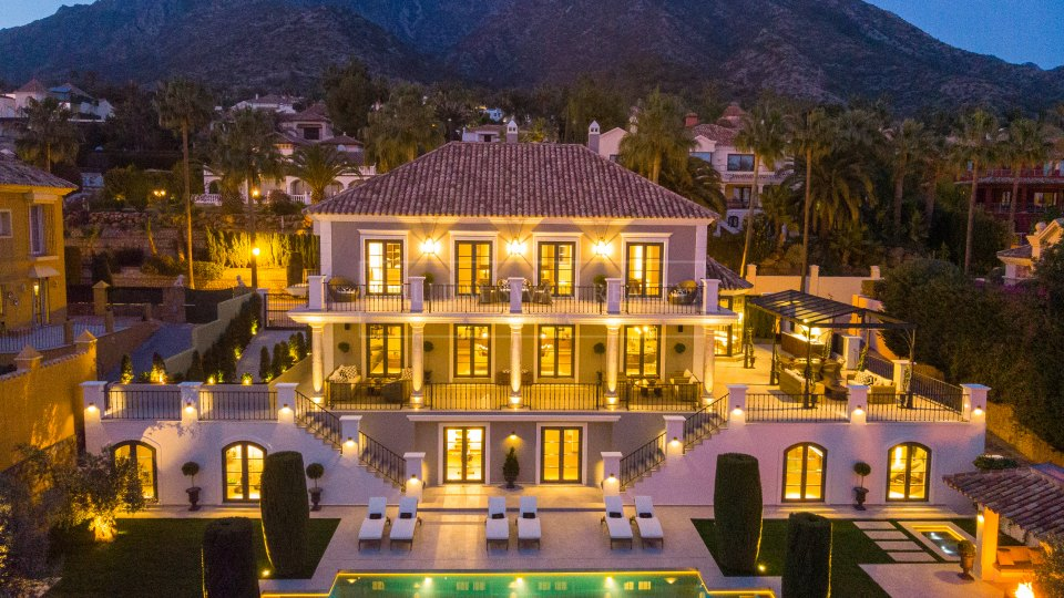 Marbella Golden Mile, Luxury modern villa with sea and mountain views in Sierra Blanca