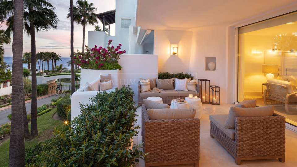 Marbella Golden Mile, Apartment for sale in Marina Puente Romano, Marbella Golden Mile