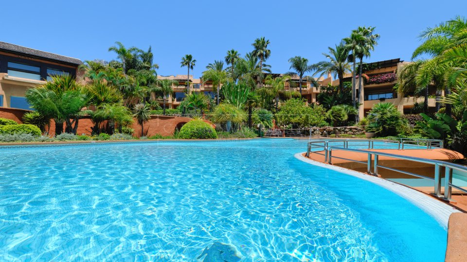Marbella Golden Mile, Apartament for sale in the private urbanization of Mansion Club, Marbella Golden Mile