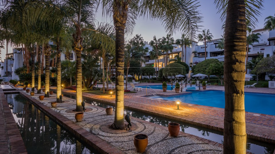 Marbella Golden Mile, Spacious duplex-penthouse for rent in Marina Puente Romano