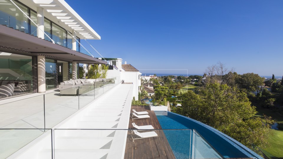 Benahavis, Brand new modern villa with sea and golf views in La Quinta