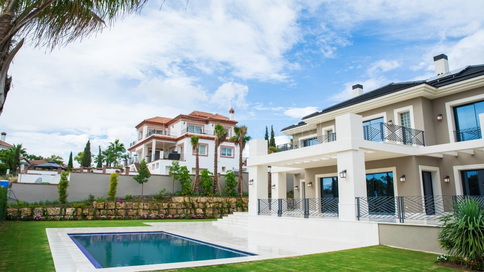 Benahavis, Impressive new built villa for sale in Los Flamingos Golf